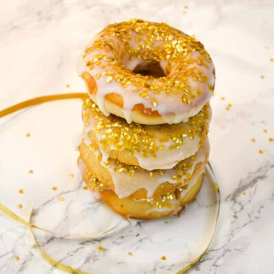 Make Easy & Beautiful Gold Celebration Donuts