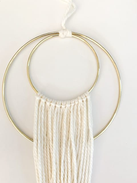 DIY ring macrame wall hanging. Fast and easy gorgeous DIY for your home