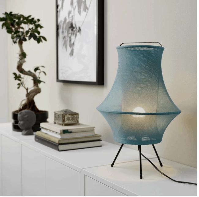 Lámpara de mesa azul IKEA