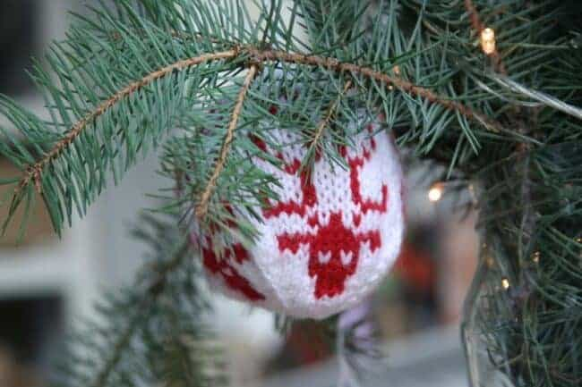 Best Christmas ornaments for knitters in your life #Christmas #ornaments #gift guide #knitting #knitter #knit