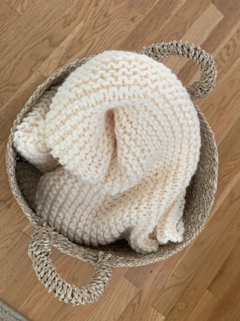 Easy Knit Chunky Throw Blanket (Great for Beginners!)