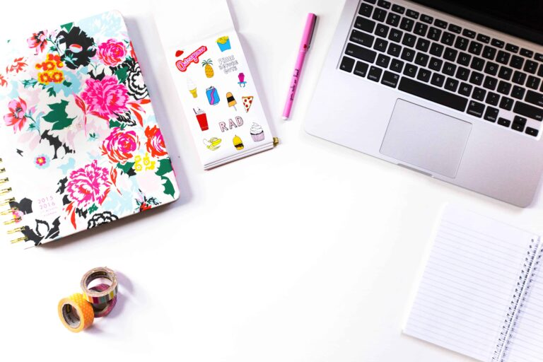 How to Organize your Desk (and Keep it Organized..)